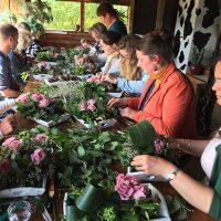 Bloemschikken Iceno bedrijfsuitje met rozen