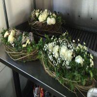 Bloemschikken met rozen en zelfgemaakte basis